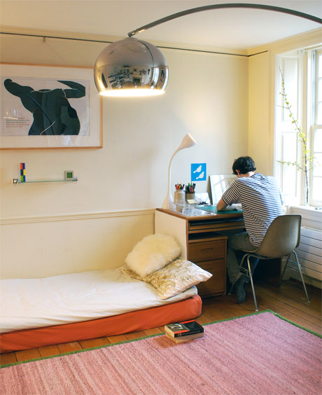 Saving space 3 dorm items to maximize your space for Minimalist student room
